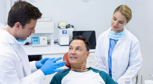 Dentist speaking to patient about oral health - Vajjejo, CA 94590